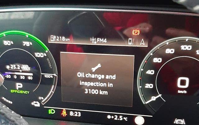 Audi E-Tron vyžadovalo od majiteľa výmenu oleja.