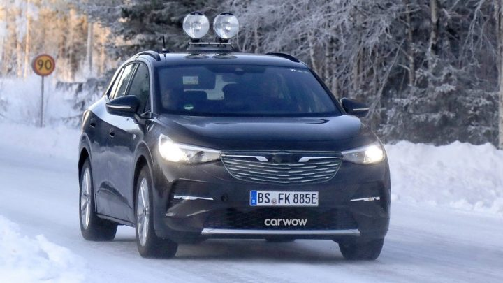 Volkswagen predstiera, že ich testovacie vozidlo je Opel.