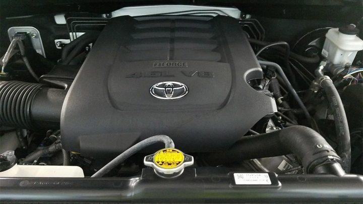 Koniec downsizingu? Toyota vyvíja nový osemvalec.