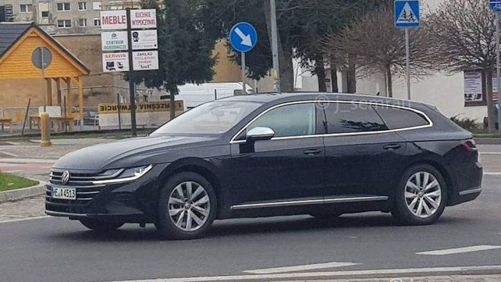 Volkswagen Arteon kombi bol nafotený bez maskovania.