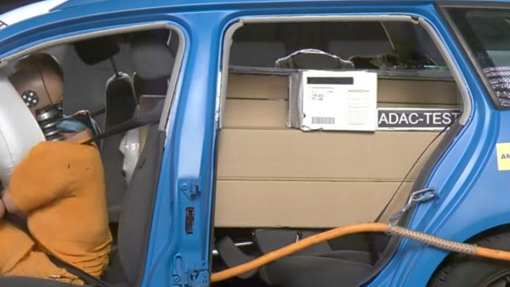 Video: náklad v batožinovom priestor môže vážne zraniť cestujúcich.