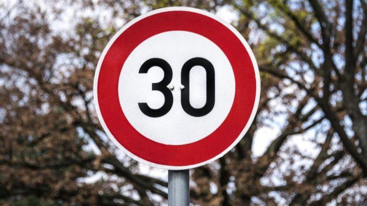 V Paríži plánujú znížiť maximálnu rýchlosť na 30 km/h.