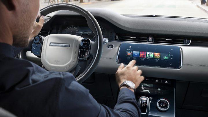 Dotykové obrazovky zvyšujú počet úmrtí na cestách.
