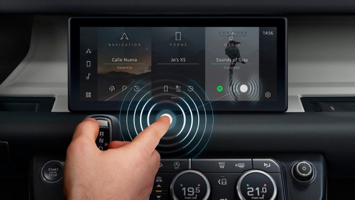 Jaguar Land Rover predstavil s bezkontaktnou dotykovou obrazovkou.