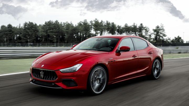 Maserati predstavilo dva brutálne sedany s výkonom 580 koní.