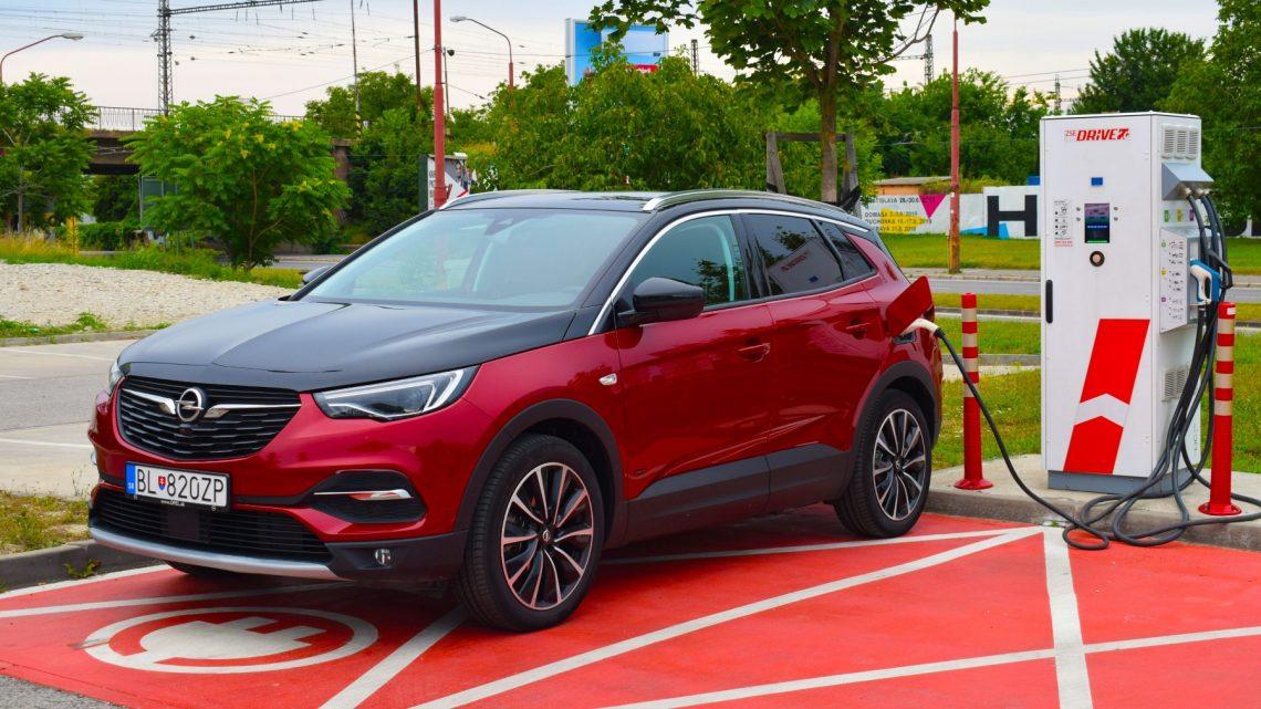 Test Opel Grandland X Hybrid 4 | Tento plug-in hybrid funguje ako má | 4k |