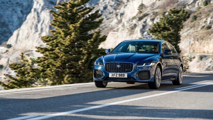 Nový Jaguar XF prešiel výrazným faceliftom. Pribudli nové motory, technológie a nový interiér.