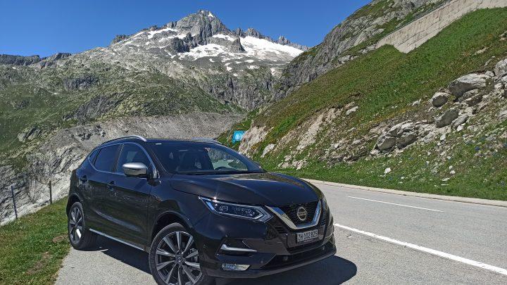 Alpský tour s Nissanom Qashqai | Pozreli sme sa na švajčiarske Alpy a štúdio skupiny Queen.