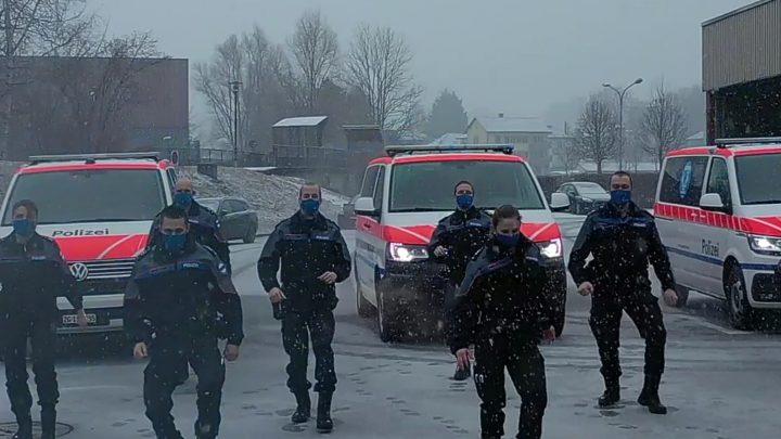 Zugska polícia natočila tanečné video.