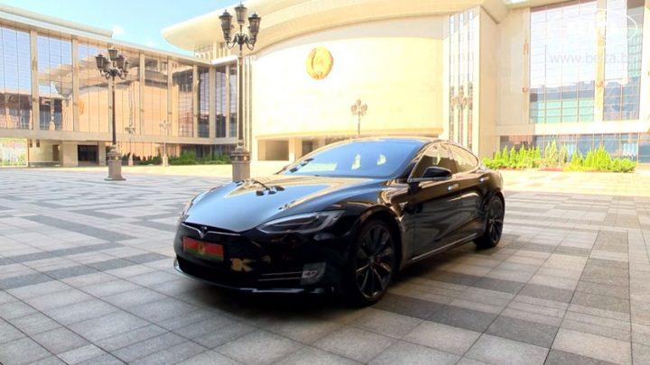 Bieloruský prezident Lukašenko sľúbil, že Bielorusko prejde na elektromobily skôr ako krajiny v Európe.