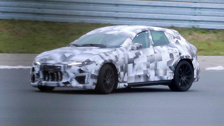 Ferrari ďalej testuje Purosanque. Teraz sa hraje na Maserati Levante.