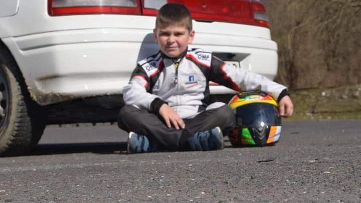Len 8 ročný chlapec zo Slovenska jazdí rally. Bude z neho budúci automobilový pretekár?