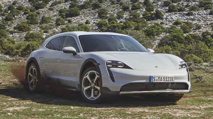Porsche predstavilo Taycan Cross Turismo.
