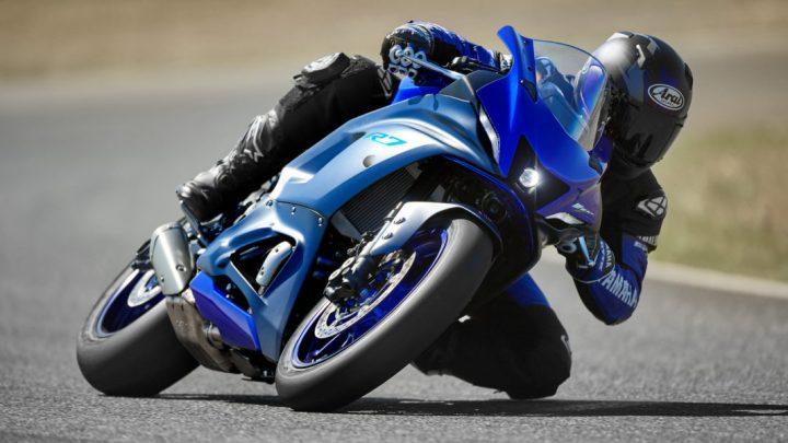 Nová Yamaha R7 je civilizovaný jogurt. Čo ponúkne táto motorka?