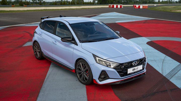 Hyundai i20 N je cenovo dostupný hothatch. Dobré parametre, nízka cena a päťročná záruka zákazníka určite potešia.