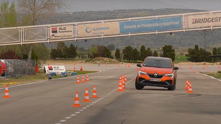 Renault Arkana prešiel losím testom. Akú rýchlosť zvládne?