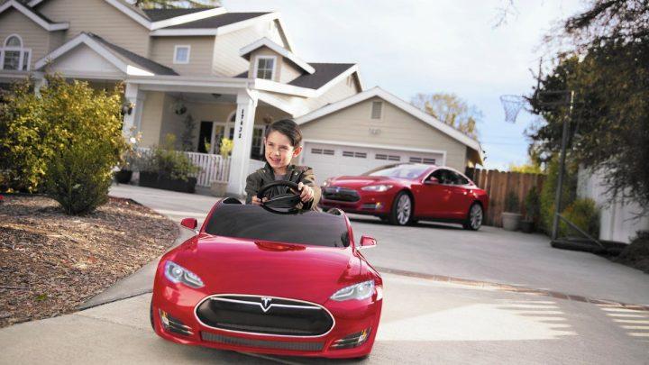 V Amerike dieťa kúpilo aktualizáciu na vozidlo Tesla za 10 000 dolárov.