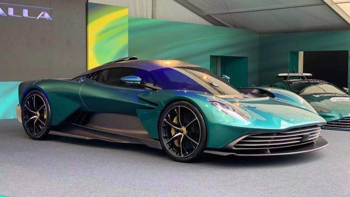 Aston Martin Valhalla je prvý plug-in hybrid britskej automobilky.