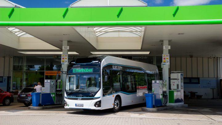 Hyundai testuje v Mníchove vodíkový autobus ELEC CITY Fuel Cell Bus.