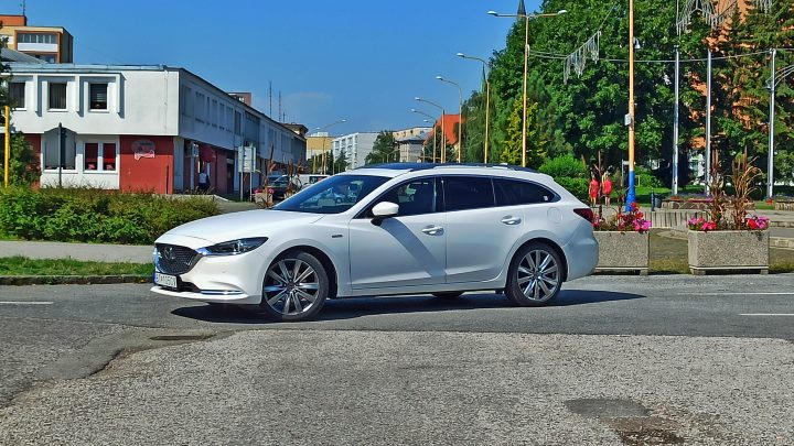 Test Mazda 6 2,5 Skyactiv-G194 | Objem nenahradíš | Tento motor ničí spotrebou preplňované trojvalce