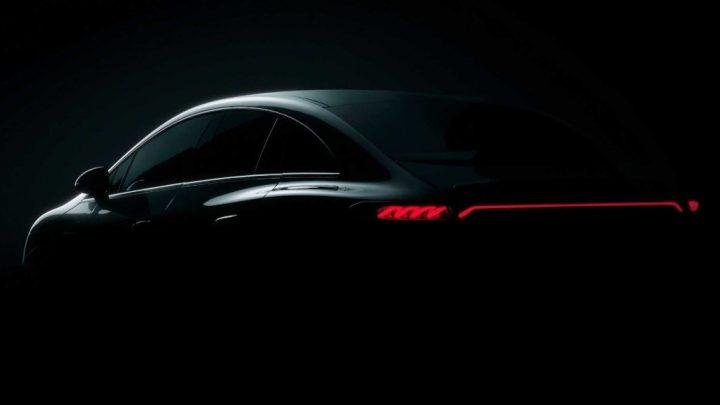 Mercedes-Benz mierne odhalil elektrický sedan EQE.