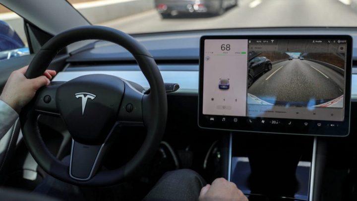 Autopilot od Tesly možno uvidíme aj v iných vozidlách.